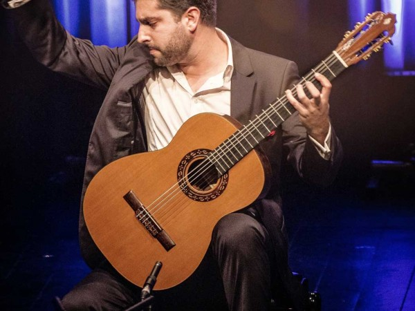 Rafael AGUIRRE rejoint Caroline Martin Musique